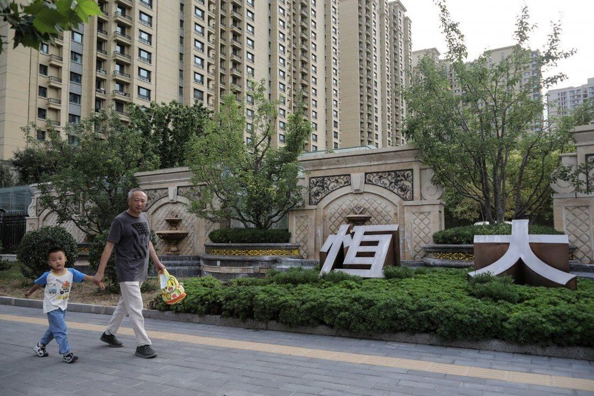 بهای سهام در جهان به دلیل بحران مالی یک شرکت عظیم چینی سقوط  کرد