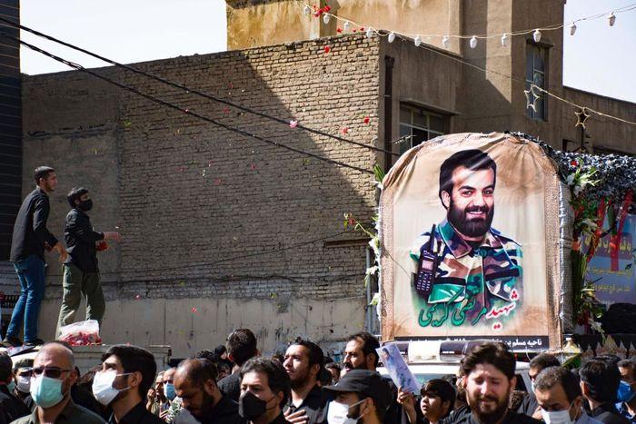 گزارش تصویری: تشییع پیکر شهید مدافع حرم مرتضی کریمی